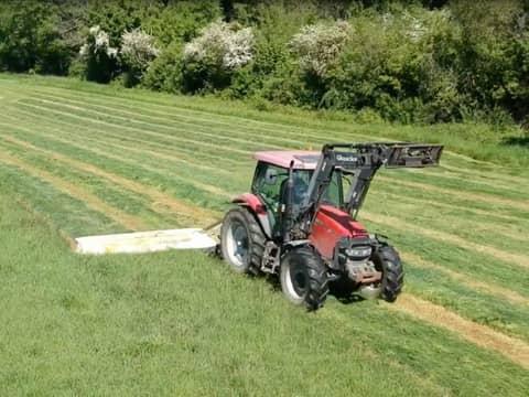 Découvrez nos travaux de fenaison : zoom sur l'enrubannage à la ferme St Thibault